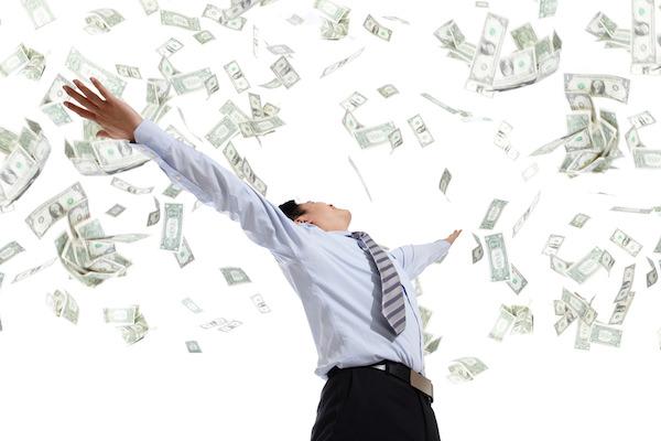 お金で万歳するビジネスマン