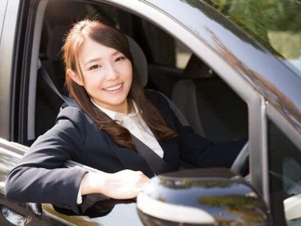 リゾートバイトで免許費用を貯めて免許を取った女性