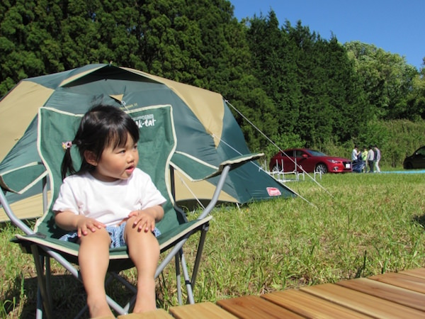 キャンプ場の子供
