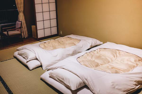 旅館の客室と布団