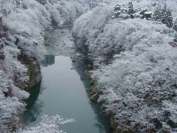 春の鬼怒川