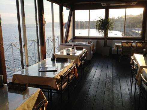 宮島 海沿いのレストラン
