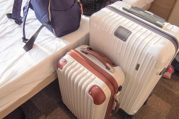 スーツケースとバッグ