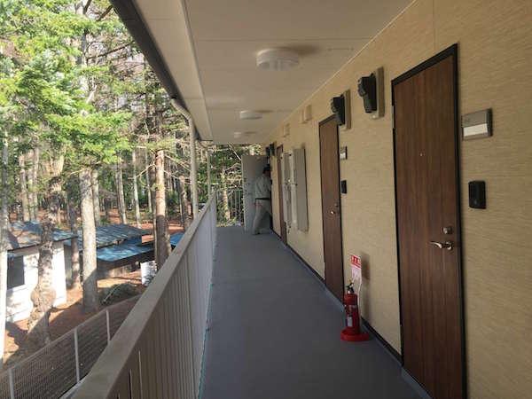 リゾートバイト個室寮の建物の廊下
