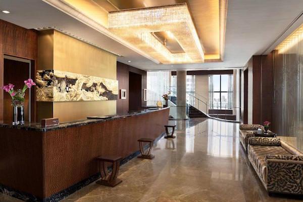 シャングリラホテル東京のフロント