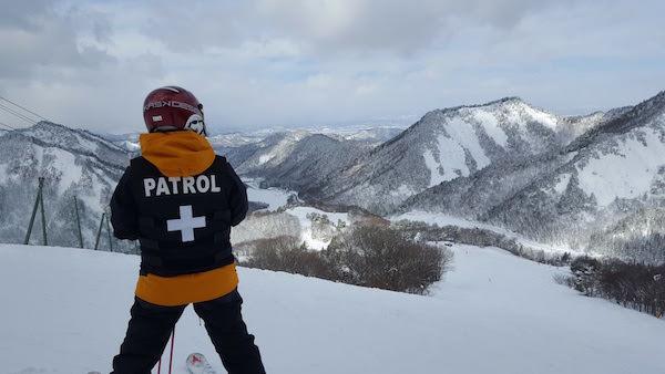 茨城スキー場のパトロール隊員