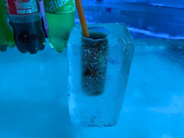 仕事の休憩中に飲んだ氷のカクテル